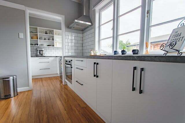 Cómo ampliar una cocina pequeña y alargada